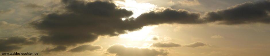 Licht, das durch Wolken bricht
